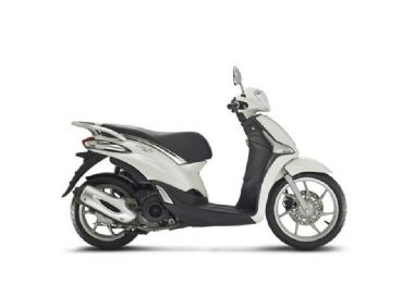 Rent scooter piaggio Liberty 125 in Tuscany