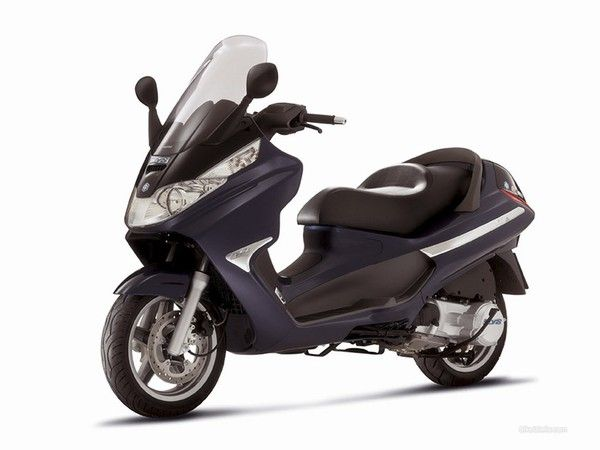 Scooter Piaggio X8 200 rentals in Tuscany