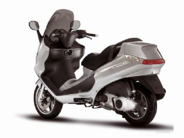 Noleggio scooter Piaggio X8 200 in Toscana