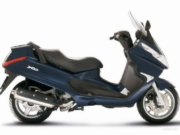 Scooter X8 400 rentals in Tuscany